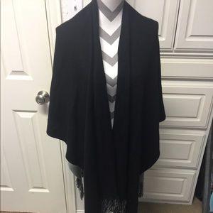 Echo reversible fringe wrap black / grey